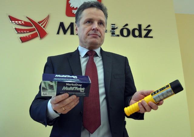 Urząd Ochrony Danych Osobowych twierdzi, ze badanie alkomatem przez pracodawcę jest zabronione. MPK w Łodzi od początku roku do maja przeprowadziło 267.340 kontroli trzeźwości. Czy będą musieli ich zaprzestać?Czytaj więcej na następnej stronie
