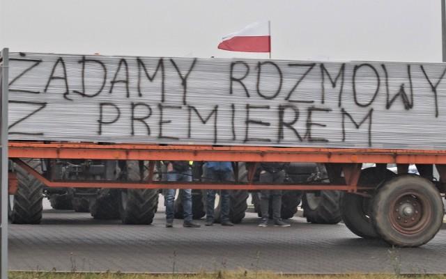Rolnicy z Powiatu Inowrocławskiego znów blokowali drogi krajowe. Akcja protestacyjna rozpoczęła się równocześnie w Złotnikach Kujawskich i Gniewkowie