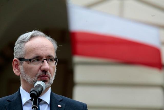 - Nie dopuszczamy takiej myśli, żeby Polska znalazła się poza nawiasem możliwości skorzystania ze szczepień - oświadczył minister zdrowia.