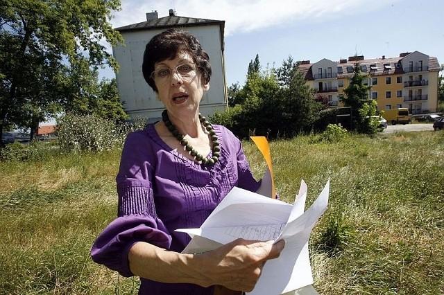 Stefania Matwiajew-Pawłowska i inni mieszkańcy nie chcą żyć w ciemnych lokalach