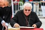 Oglądanie mszy w telewizji da początek nowej sekcie? Homilia biskupa Jana Tyrawy