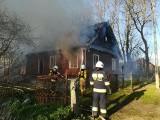Pożar domu we wsi Dryga. Dach budynku spłonął doszczętnie [ZDJĘCIA]