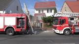 Pożar domku w Szubinie. Sześć osób ewakuowanych, jedna nieprzytomna