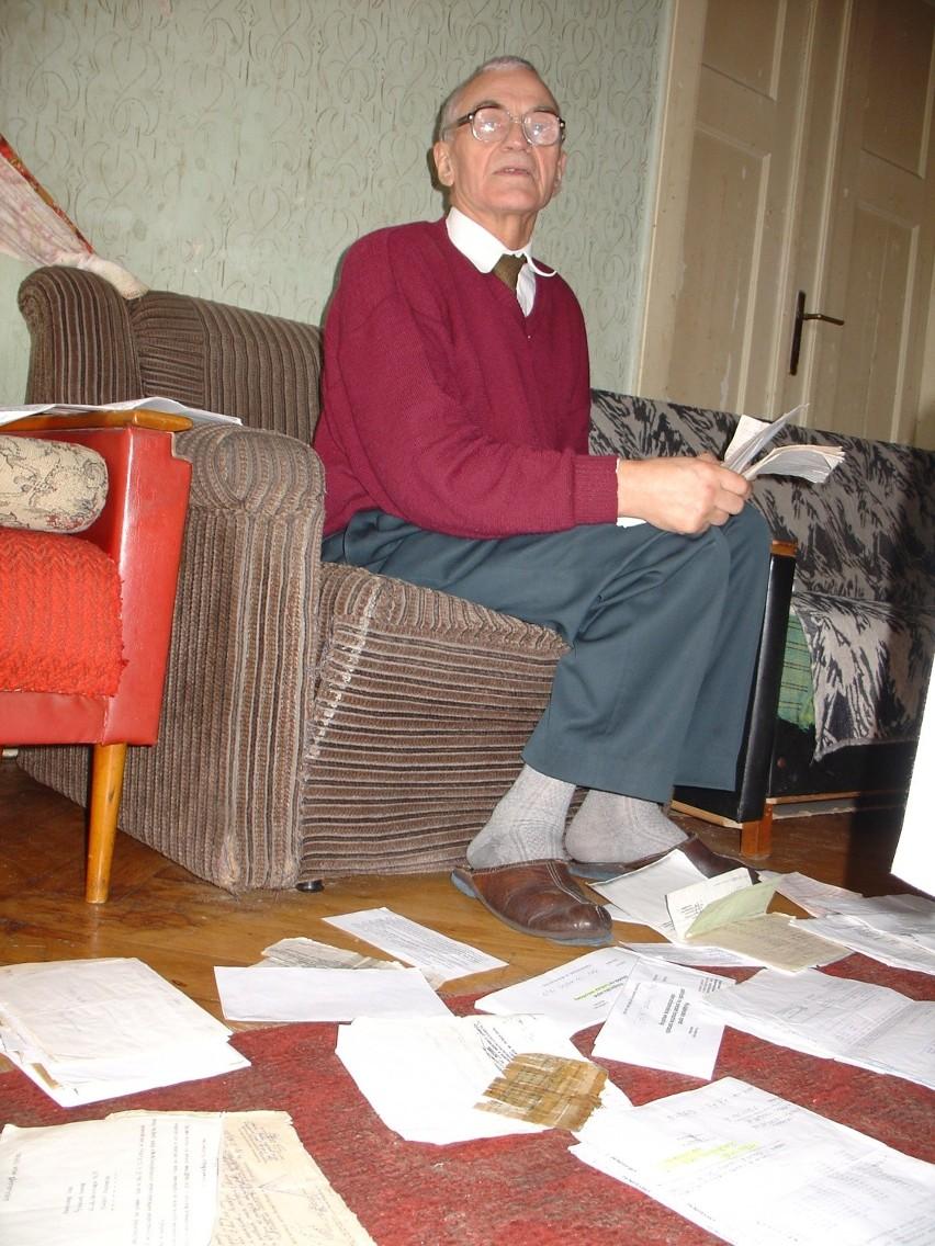 Pan Ryszard przez lata nazbierał już sterty korespondencji z administracją.