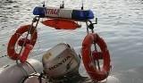 Strażacy uratowali tonącego mężczyznę na żwirowni w Lewinie Brzeskim