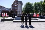 """73 rocznica zakończenia II wojny światowej. Uroczystość przy pomniku """"Tym, co za polskość Gdańska"""" [zdjęcia]"""