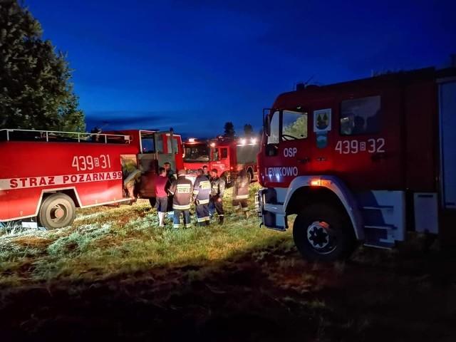 W czwartek o godzinie 20.49 druhowie z OSP Narewka;nf zostali wezwani ciężkim wozem bojowym do pomocy w ugaszeniu suchych traw oraz lasu.