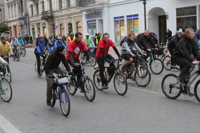 Łódzcy rowerzyści spotykają się zawsze w ostatni piątek danego miesiąca na Masie Krytycznej