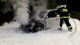 Pożar samochodu pomiędzy Cybinką a Sądowem [ZDJĘCIA]