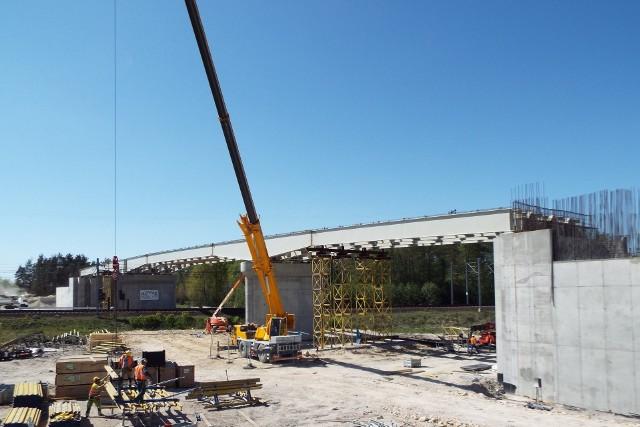 Budowa wiaduktu w Motycznie w gminie Włoszczowa.