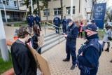"""Białystok. 17-latka wyrzucona ze szkoły katolickiej. Dariusz Piontkowski: """"Za nieprzestrzeganie statutu szkoły są kary"""""""