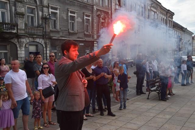 Mieszkańcy Tarnowa i odwiedzający miasto oddali w niedzielę (1 sierpnia) hołd poległym podczas II wojny światowej w Powstaniu Warszawskim i akcji Burza