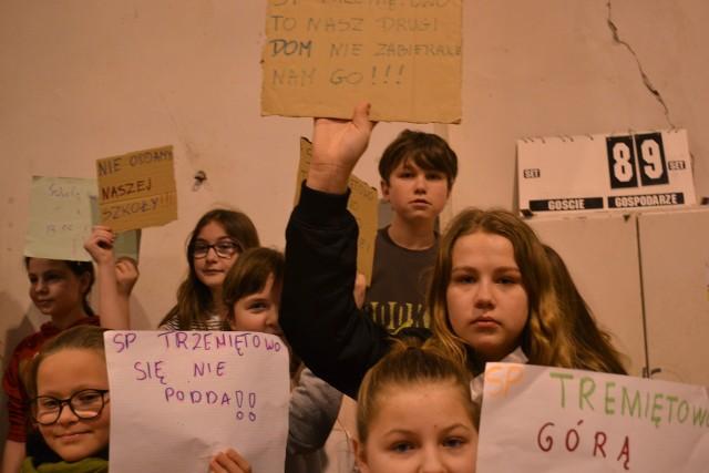 Walka o utrzymanie szkoły w Trzemiętowie trwa już kilka miesięcy