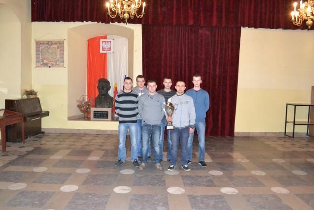 Uczniowie z ZS w Książu Wielkim spisali się na olimpiadzie na medal
