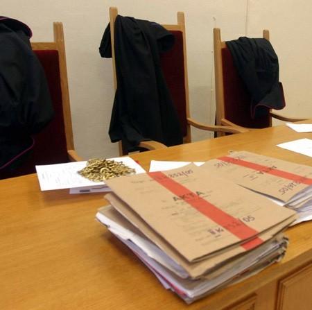 Sędzia Hanna Opala stwierdziła, że dyrektor nie mógł wymagać od nauczycielki obecności w pracy, skoro sam wprowadził na ten dzień inny plan lekcji i nie przydzielił nauczycielom bez wychowawstwa żadnych innych zajęć.