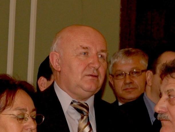Ewaryst Stróżyna, naczelnik wydziału infrastruktury w urzędzie miasta wyleciał z pracy dyscyplinarnie za nieprzestrzeganie procedur przetargowych.