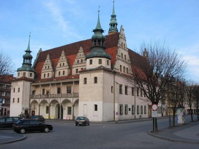 Urząd miejski w Brzegu oraz tamtejsze starostwo powiatowe zamknęły swoje progi przed petentami z powodu koronawirusa.
