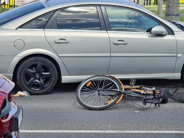 W czwartek (06.05), krótko po godz. 13, w Toruniu doszło do potrącenia rowerzystki. Na miejscu pracują służby. Kierowcy - przygotujcie się na utrudnienia w ruchu.