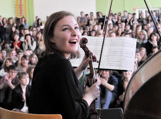 Michalina Ferencz pięknie zagrała na skrzypcach.