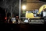 Poznań. Strażacy w nocy pod gruzami zawalonej kamienicy na Dębcu odnaleźli żywego psa [ZDJĘCIA]