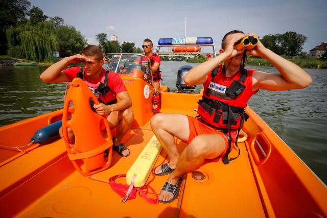 Kujawsko-pomorscy ratownicy szkolą się i intensywnie przygotowują do tegorocznego sezonu letniego. Do 2023 roku w ich szeregi wstąpi dodatkowo  915 osób