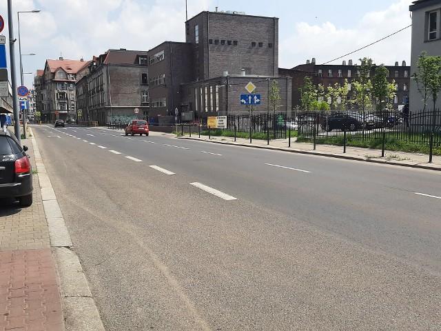 Bytom: ulica Miarki ma być w przyszłości bezpieczna i przyjazna dla mieszkańców. Zapowiadane są zmiany! Zobacz kolejne zdjęcia. Przesuwaj zdjęcia w prawo - naciśnij strzałkę lub przycisk NASTĘPNE