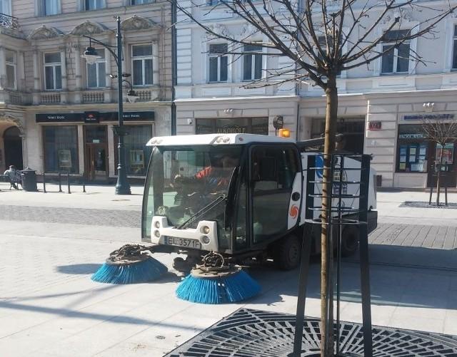 Zamiatarka czyściła wczoraj ul. Piotrkowską...