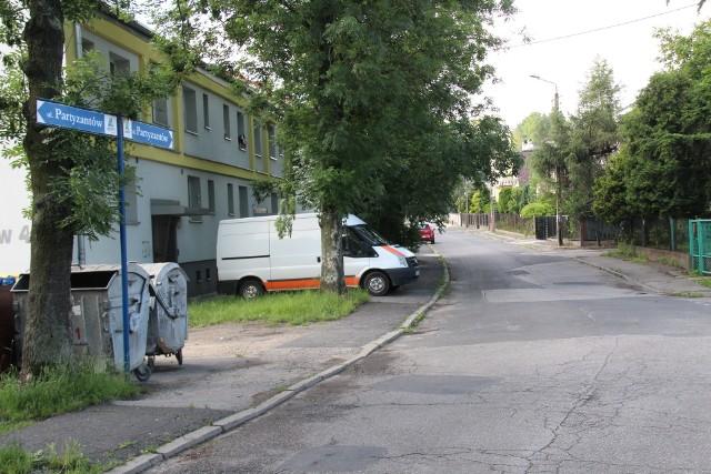 Ulica Partyzantów w Będzinie czeka na generalny remont Zobacz kolejne zdjęcia/plansze. Przesuwaj zdjęcia w prawo - naciśnij strzałkę lub przycisk NASTĘPNE