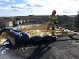 Zegartowice. Wichura zerwała część dachu z budynku szkoły