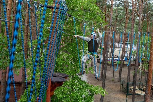 Już dostępny - nowy park linowy w LPKiW Myślęcinek. Wyposażony jest w sześć zróżnicowanych tras, naszpikowanych przeszkodami i będących jednymi z najdłuższych w Polsce.