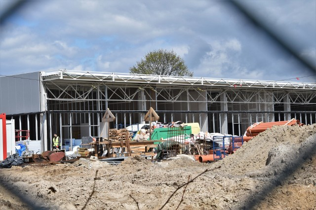 W szybkim tempie rośnie centrum handlowe Vendo Park na terenie po dworcu PKS w Inowrocławiu. Zakupy będzie tam można zrobić już latem br.