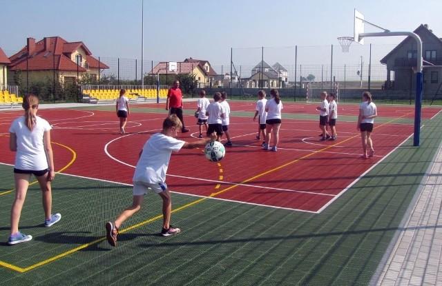 Wielkie otwarcie boiska wielofunkcyjnego przy szkole w Michałowie zorganizowano 18 września.