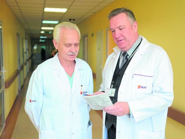 Prof. Wojciech Dyszkiewicz (z lewej) i Aleksander Barinow-Wojewódzki, dyrektor WCPiT, to ojcowie sukcesu. O przeszczep płuca starali się od kilku lat. Ostatecznie udało im się to pod koniec grudnia