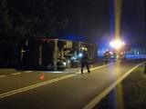 Olza, Wodzisław Śląski: tir wypełniony balami drewna wywrócił się na drodze wojewódzkiej nr 78, prowadzącej do granicy w Chałupkach