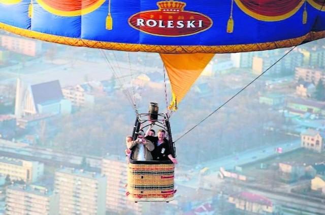 Walentynkowy lot balonem tysiąc metrów nad ziemią – to nagroda za najoryginalniejszego SMS-a. Odbędzie się w uzgodnionym z laureatami terminie między 14 lutego a 31 marca.