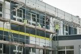 W Bydgoszczy upał doskwiera, ale remonty w szkołach idą pełną parą