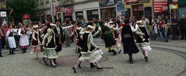 """Uroczystości związane z 30-leciem Zespołu Pieśni i Tańca """"Przemyśl"""" zorganizowane zostały z dużym rozmachem."""