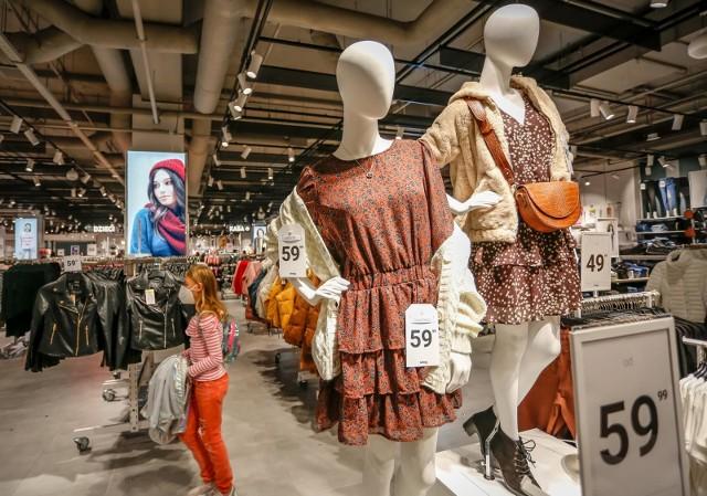 Po otwarciu wszystkich sklepów w galeriach handlowych największe wzrosty liczby transakcji i obrotów odnotowują sklepy odzieżowe.