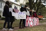 Kiedy Teksańczycy umierali z zimna, ich senator poleciał z córkami na wypoczynek do Meksyku. Teraz Ted Cruz się kaja