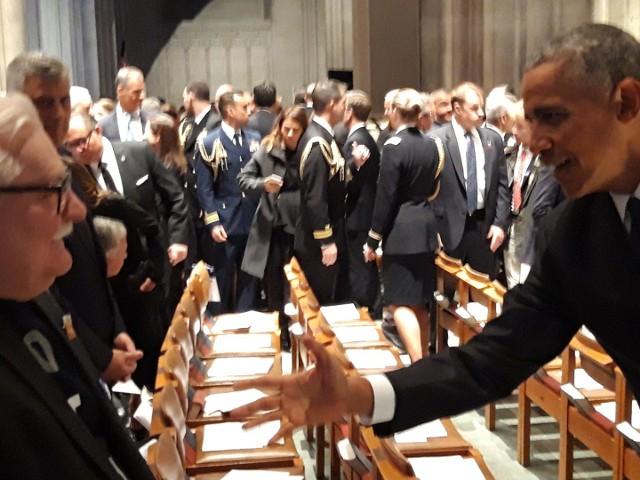 Lech Wałęsa poleciał na pogrzeb G. Busha. Witał się m.in. z Barackiem Obamą