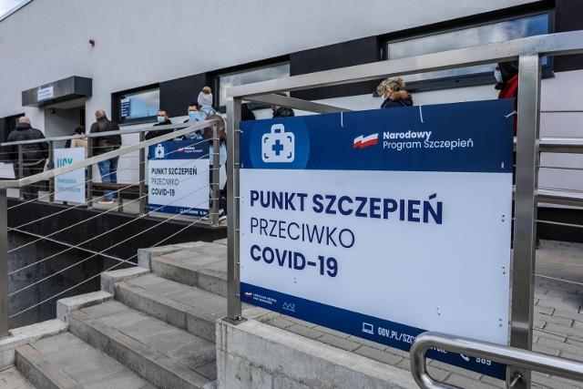 - Od 1 lipca szczepienia drugą dawką będą odbywały się w dowolnym punkcie szczepień- zapowiedział szef KPRM Michał Dworczyk.