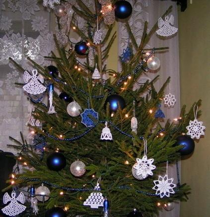 Każda z tradycyjnych dekoracji na bożonarodzeniowej choince...