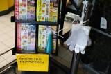 Koronawirus w sklepach. Prawie 90 proc. Polaków nie nosi rękawiczek w czasie zakupów. Eksperci biją na alarm: Edukujmy społeczeństwo