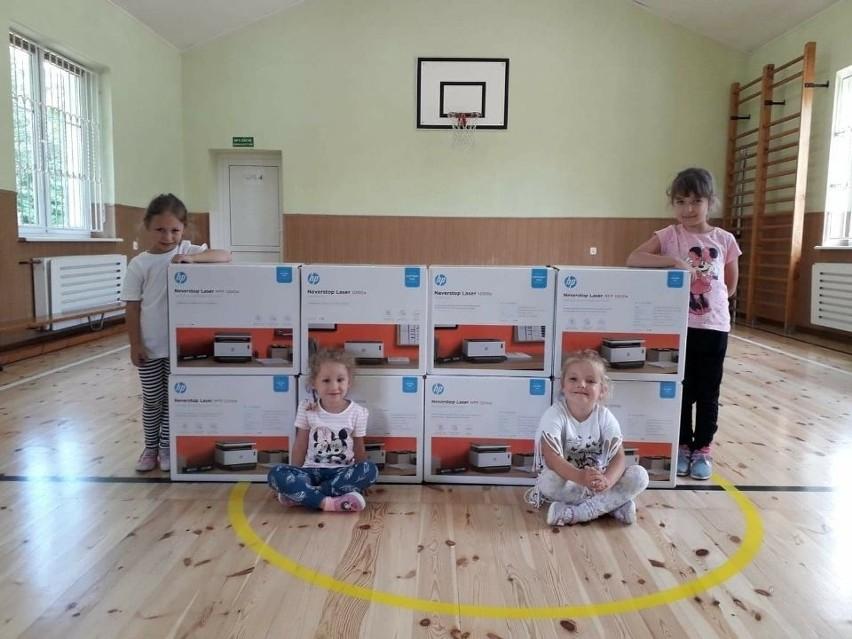 Do placówek oświatowych w gminie Sępólno trafiło 60 zestawów drukarek laserowych