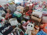 """Akcja """"Kierunek Święta"""" w Gdyni. """"Przechwytują"""" listy do św. Mikołaja i pomagają spełniać dziecięce marzenia"""