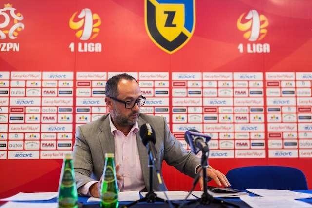 Artur Czarnecki na konferencji prasowej na Zawiszy. Fot. Filip Kowalkowski
