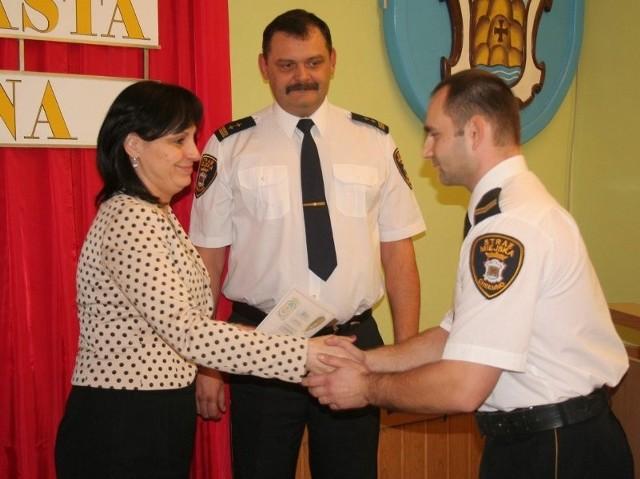 Pawłowi Wojciechowskiemu, w obecności komendanta Zbigniewa Świdlikiewicza, nagrodę wręczyła Tatiana Syta
