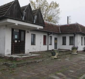 Dworzec w Zieleńcu nie ma szans na remont. Wciąż straszy swoim wyglądem podróżnych.