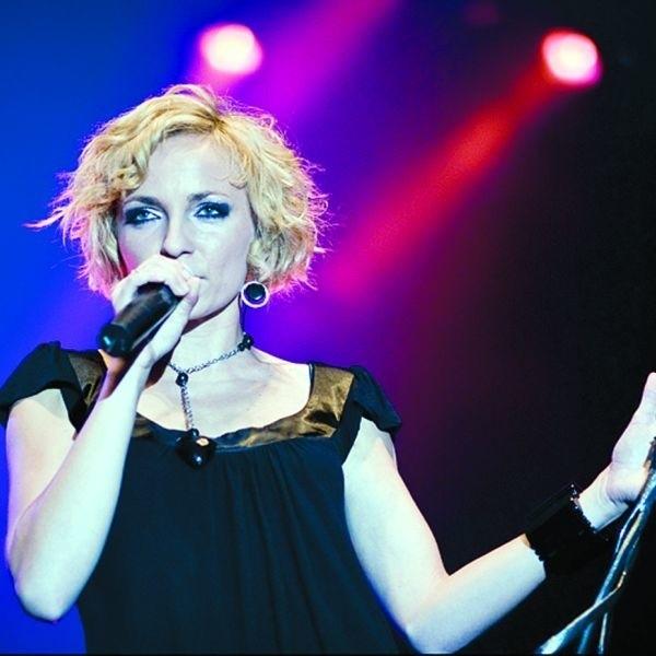"""Ania Wyszkoni potrafi porwać publiczność. Fani śpiewali z nią """"Agnieszkę""""."""