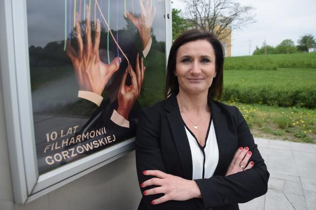 Joanna Pisarewicz pracuje w Filharmonii Gorzowskiej od 2013. Początkowo była kierownikiem działu marketingu i pozyskiwania funduszy zewnętrznych. W 2019 została zastępcą dyrektora filharmonii, a od stycznia 2020 była p.o. dyrektora tej instytucji. Nominację na dyrektora odebrała 20 kwietnia 2021